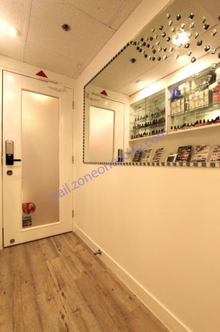 Devil Nail & Beauty Centre  - 店內的走廊