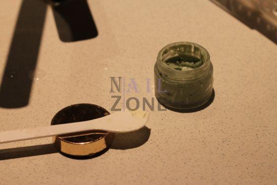 泰式修甲 + 足底按摩:泰國進口的綠草磨沙膏